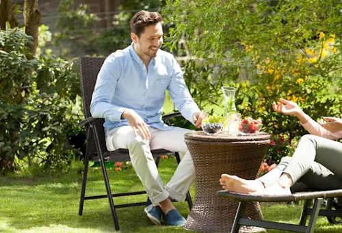 Černá polyratanová židle na zahradu