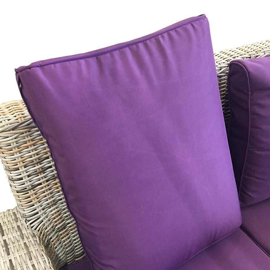 Krémový ratanový zahradní nábytek s fialovým polstrováním