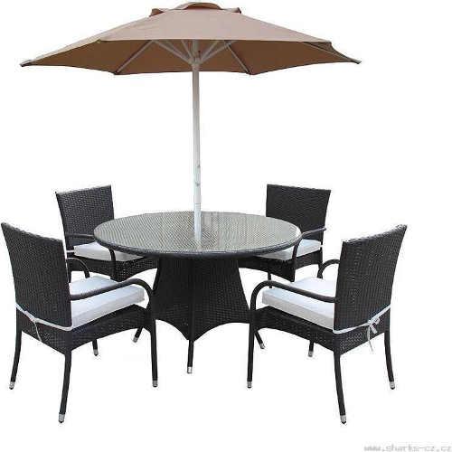 Sestava zahradního nábytku se čtyřmi židlemi a slunečníkem