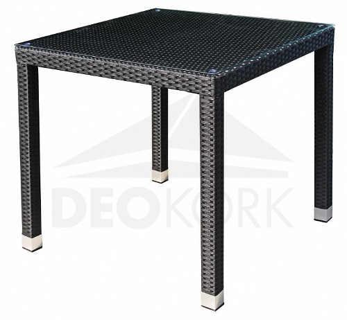 Černý čtvercový ratanový stůl na zahradu