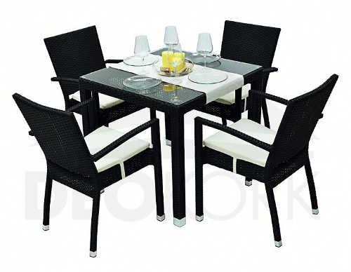 Černý ratanový stůl pro zahrádky restaurací