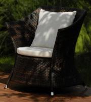 Prostorné a pohodlné křeslo z umělého ratanu Denis
