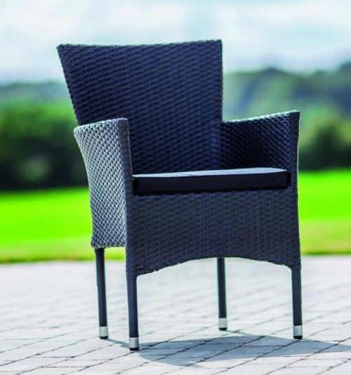 Zlevněná venkovní židle z umělého ratanu