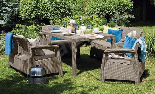 Set zahradního nábytku s dvěma pohovkami a dvěma křesly
