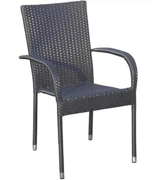 Ratanové křeslo v elegantním designu