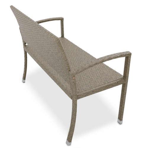 lavička z ratanu v krémové barvě